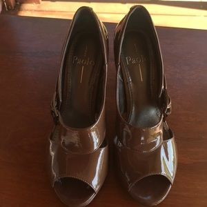 Paola heels size 8.5 in light taupe